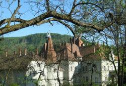 Сказочное место в окружении древней крепости и дворца